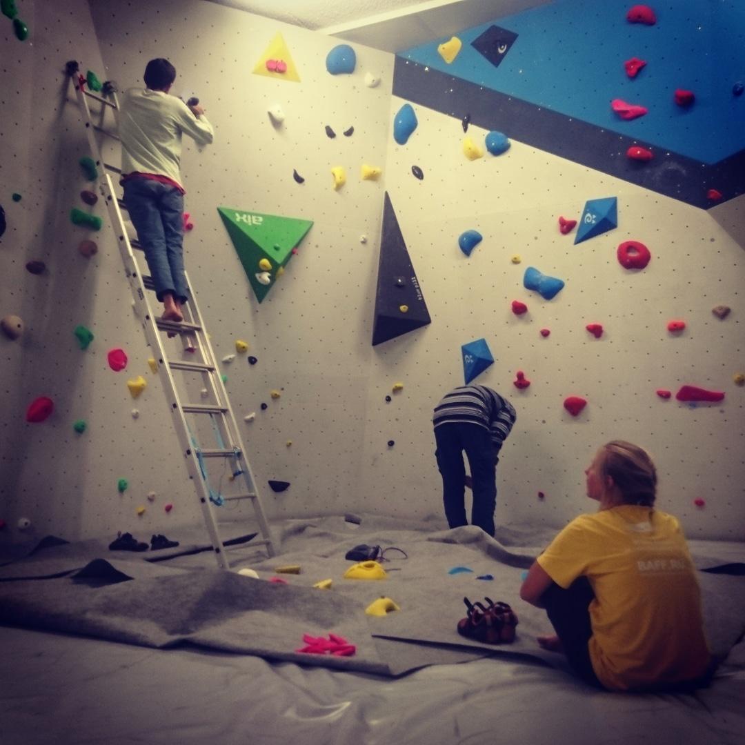 Nouvelles ouvertures Nina, Thomas et Florian sont à l'oeuvre pour créer de nouveaux blocs au pied du